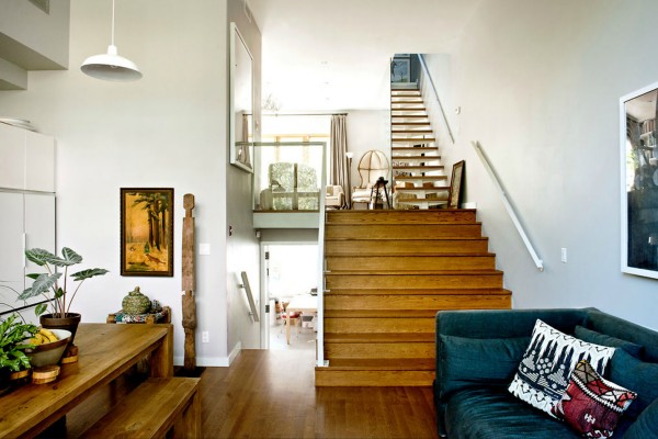 neat-two-story-house-in-williamsburg-1b-600x400